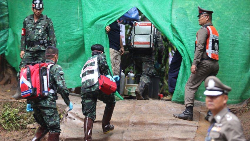 Μάχη με τον χρόνο στην Ταϊλάνδη – Στον λαβύρινθο των σπηλαίων 4 παιδιά και ο προπονητής τους