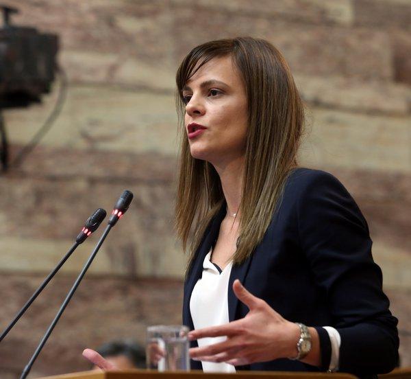 Αχτσιόγλου: Οι μειώσεις ασφαλιστικών εισφορών έμπρακτη απόδειξη του τέλους των δημοσιονομικών περιορισμών