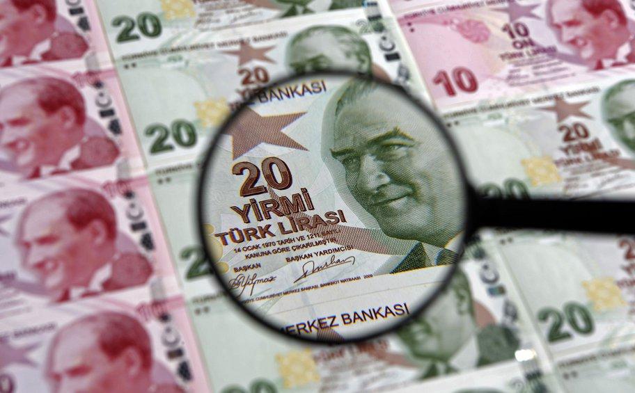 Ενισχύεται η λίρα έναντι του δολαρίου ενόψει της τηλεδιάσκεψης Αλμπαϊράκ με επενδυτές