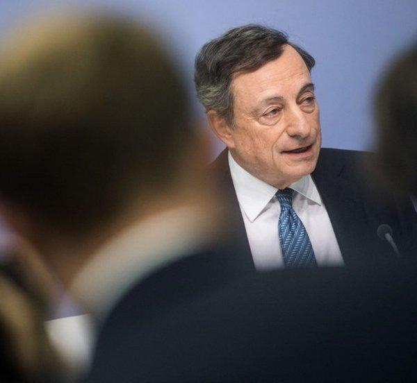 Ο Ντράγκι «προσγειώνει» τις προσδοκίες για συμμετοχή των ελληνικών ομολόγων στο QE