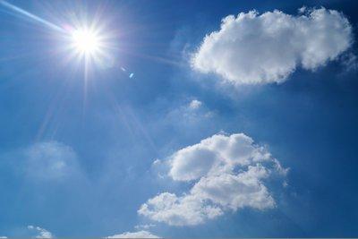 Ηλιοφάνεια σήμερα με παροδικές νεφώσεις - Στους 31 το θερμόμετρο