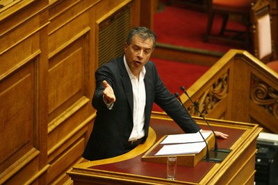 Θεοδωράκης: Πρέπει να υπάρξει εθνική πολιτική απεξάρτησης από τα πλαστικά