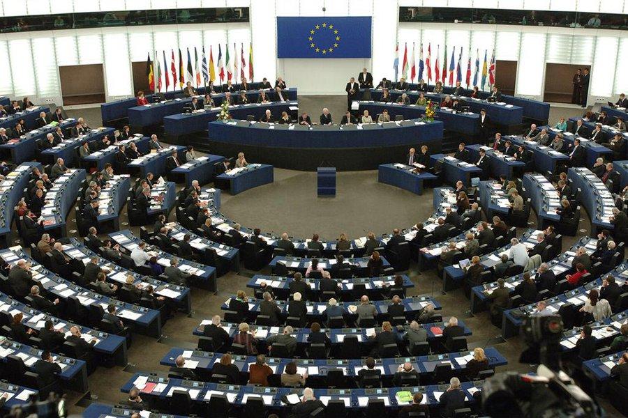 Το Ευρωπαϊκό Κοινοβούλιο εγκρίνει προϋπολογισμό 88 δισ. για τη στήριξη των νέων και των απόρων (audio)