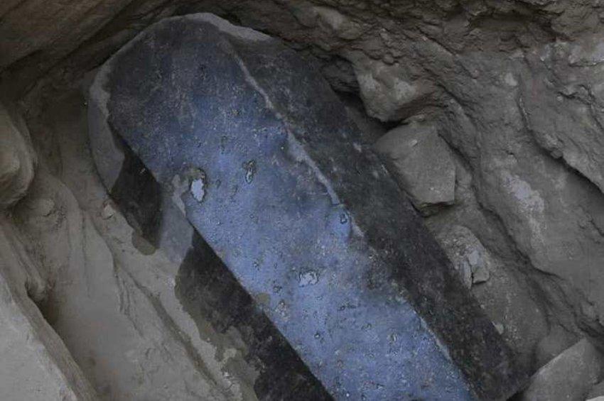 Άνοιξε η σαρκοφάγος-μυστήριο στην Αίγυπτο - Ανήκει σε πολεμιστές, όχι στον Μ. Αλέξανδρο