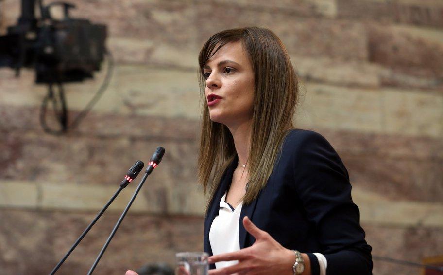 Την τροπολογία για την αύξηση του κατώτατου μισθού θα εισηγηθεί στη Βουλή η υπουργός Εργασίας
