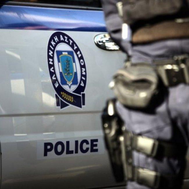Ανατροπή στην υπόθεση του αστυνομικού που βρέθηκε δεμένος και χτυπημένος - Τα σενάρια που εξετάζει η ΕΛ.ΑΣ.