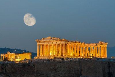 Ανοιχτά ως τις 8 απόψε με ελεύθερη είσοδο Ακρόπολη και Θέατρο Διονύσου