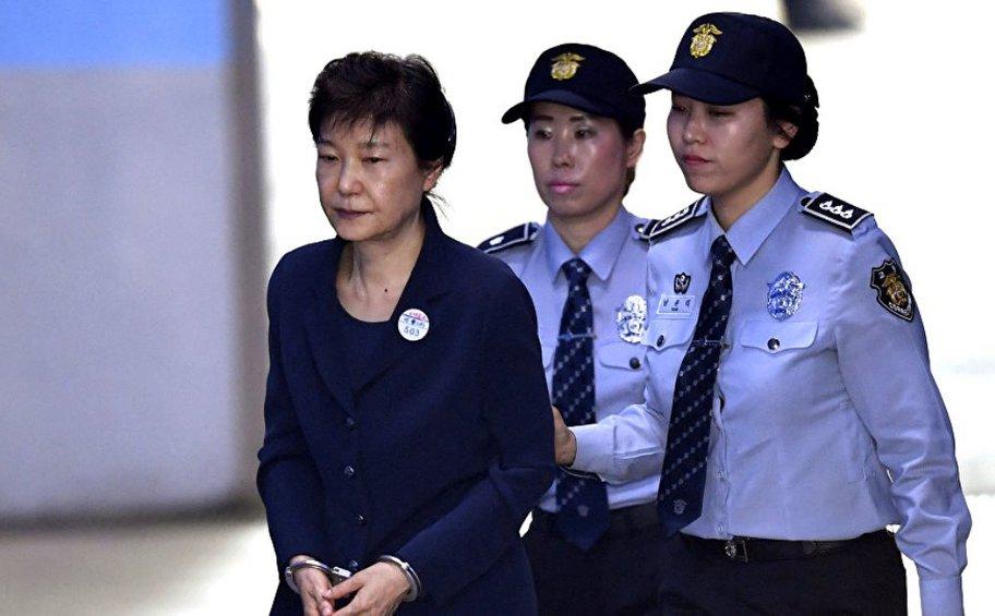 Ν. Κορέα: Σε 8ετή κάθειρξη για διαφθορά καταδικάστηκε η πρώην πρόεδρος Παρκ Γκεούν-χιε