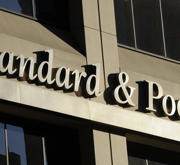 Ο οίκος Standard & Poor's αναβάθμισε την προοπτική της Ελλάδας σε