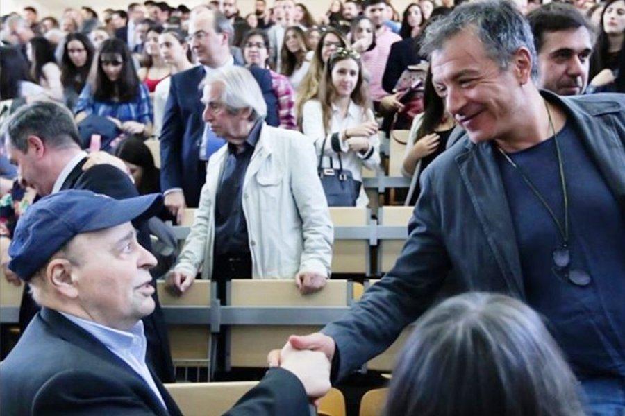 Συγκινητικό βίντεο: Το αποχαιρετιστήριο μάθημα του Σταύρου Τσακυράκη στους φοιτητές του