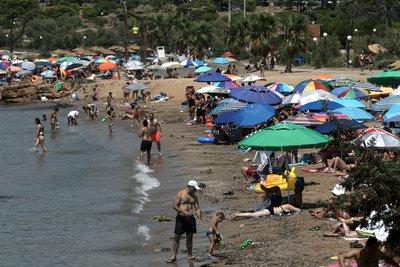 Επέλαση καύσωνα με 40αρια - Οι «καυτές» περιοχές - Χαμός στις παραλίες - Έκλεισε η Ακρόπολη