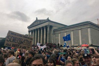 Γερμανία: Τουλάχιστον 25.000 διαδηλωτές διαμαρτυρήθηκαν για τη στάση του CSU στο μεταναστευτικό