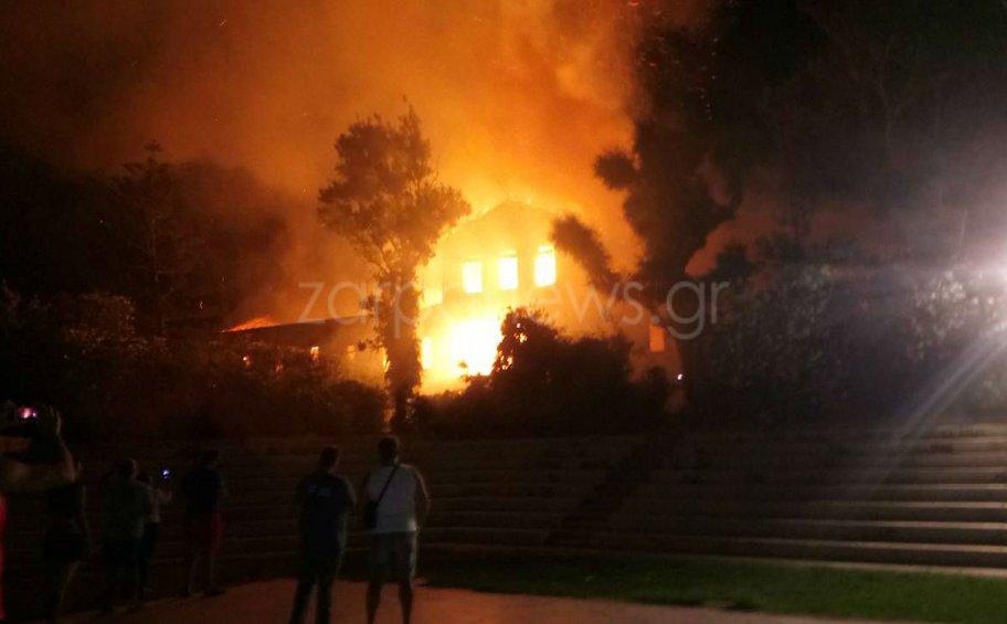 Μεγάλη φωτιά στο κτίριο του Πολεμικού Μουσείου στα Χανιά