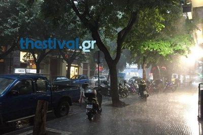 Βροχή και χαλάζι στο κέντρο της Θεσσαλονίκης