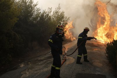 Σε πύρινο κλοιό η Αττική - Κόλαση φωτιάς σε Νέο Βουτζά και Κερατέα