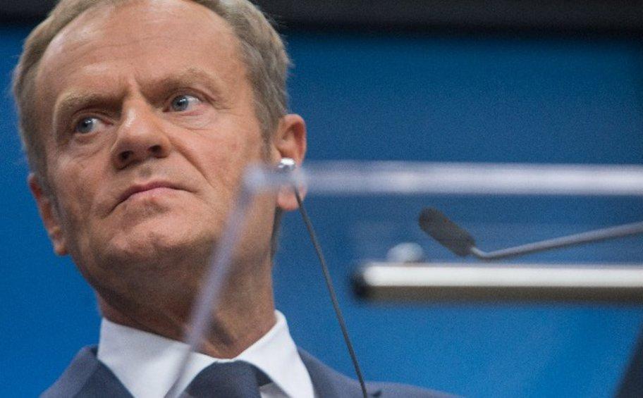 Ο Τουσκ κατηγορεί το Ηνωμένο Βασίλειο για άκαμπτη θέση στο Σάλτσμπουρκ και κάνει έκκληση στη Μέη για συμβιβασμό