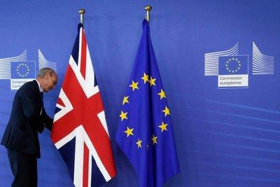 Μάχη για τα προσχήματα δίνει η βρετανική πλευρά σε σχέση με το Brexit - Αρραγές το μέτωπο των Ευρωπαίων