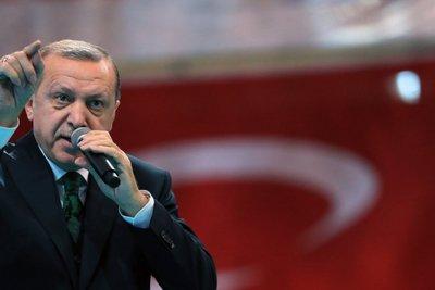 Αντίποινα Ερντογάν στις πιέσεις των ΗΠΑ: Αύξησε 140%τους δασμούς σε αμερικανικά προϊόντα