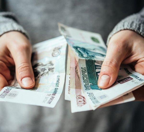 Το ρούβλι πέφτει αλλά το Κρεμλίνο δεν ανησυχεί