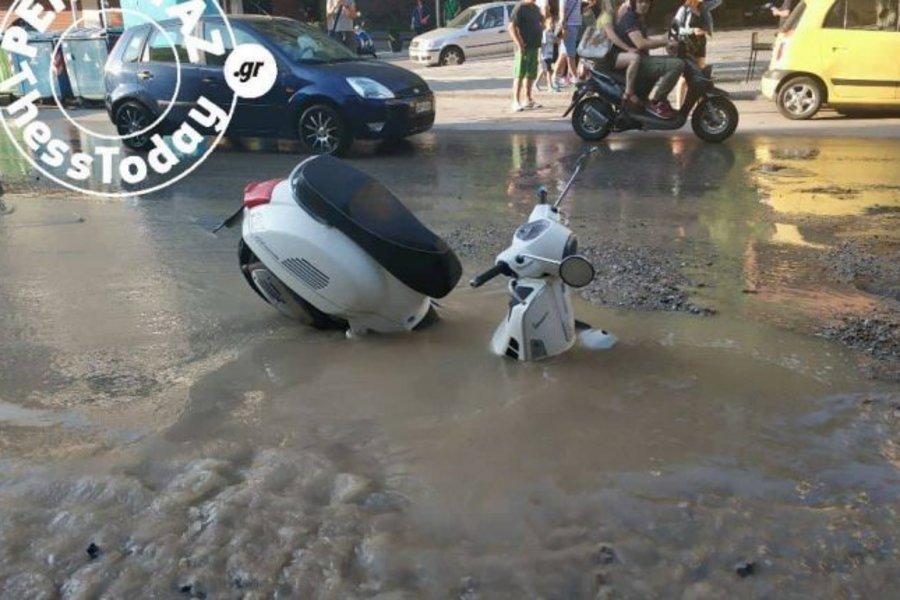 «Ποτάμι» έγινε η Αγ. Δημητρίου στη Θεσσαλονίκη – Πλημμύρισε ο δρόμος