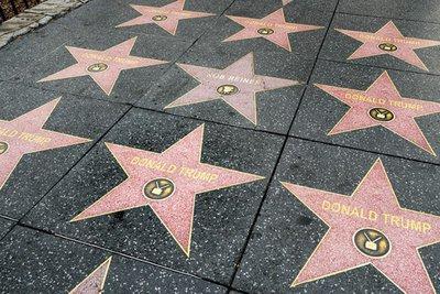 «Πολλαπλασιάστηκε» το αστέρι του Τραμπ στο Walk of Fame