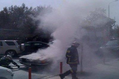 Στις φλόγες αυτοκίνητο τα ξημερώματα στο κέντρο της Θεσαλονίκης