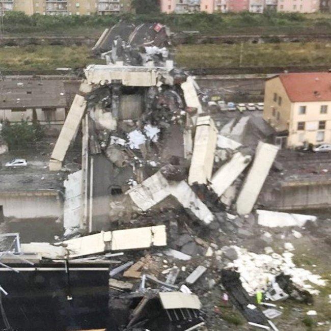 Τραγωδία στη Γένοβα από κατάρρευση γέφυρας - Δεκάδες νεκροί - Ψάχνουν για επιζώντες στα ερείπια