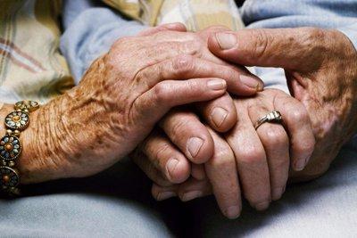 Τρόμος για ζευγάρι ηλικιωμένων στην Πάτρα - Ληστές τους χτύπησαν άγρια μέσα στο σπίτι τους