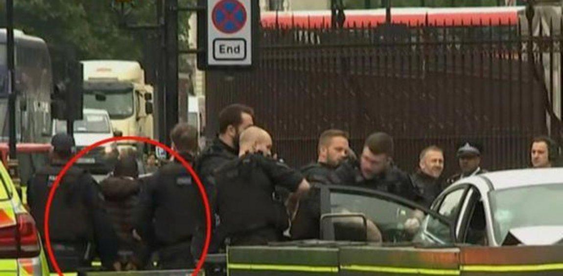 Συναγερμός στο Λονδίνο: Αυτοκίνητο προσέκρουσε στην περίφραξη του Κοινοβουλίου - Πεζοί τραυματίστηκαν