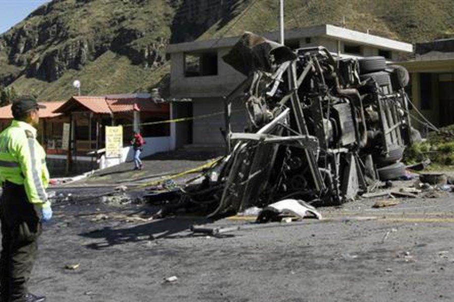«Μακελειό» με λεωφορείο στη «στροφή του θανάτου» - ΣΚΛΗΡΕΣ ΕΙΚΟΝΕΣ