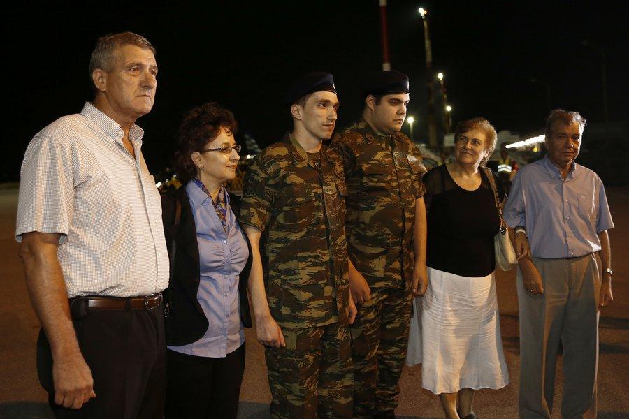 Στην πατρίδα οι δύο Έλληνες στρατιωτικοί - Μητρετώδης: Ευχαριστούμε όσους μας στήριξαν