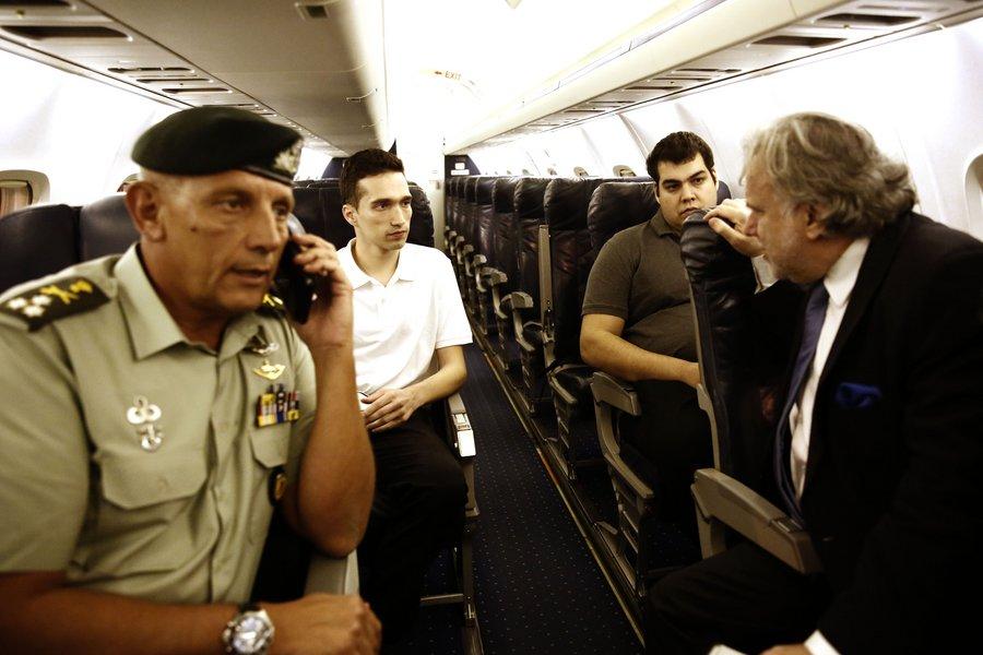 Ο Μητρετώδης περιγράφει στον υπαρχηγό ΓΕΕΘΑ και στον Κατρούγκαλο πώς τους συνέλαβαν