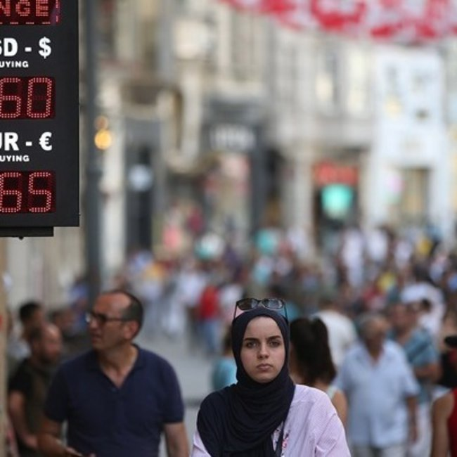 Στη δίνη της κρίσης: Ο Ερντογάν ψάχνει βοήθεια στην ΕΕ και ο γαμπρός του εξαγγέλλει λιτότητα