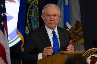 Τζεφ Σέσιονς: Επιτάχυνση των απελάσεων παράτυπων μεταναστών