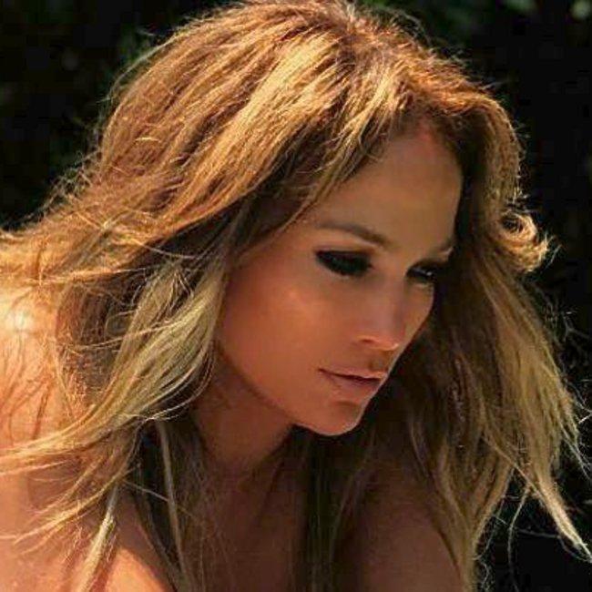 H Jennifer Lopez μας χάρισε το ωραιότερο εξώφυλλο της ζωής της
