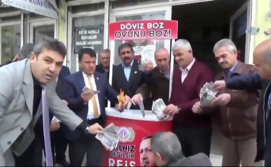 Αντιαμερικανικός παροξυσμός στην Τουρκία: Κομματιάζουν και καίνε αμερικανικά δολάρια