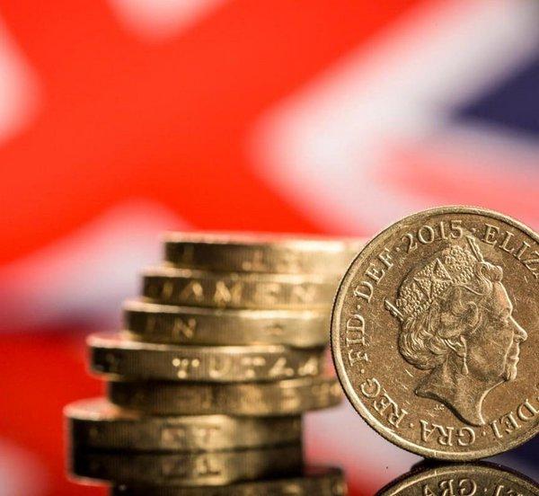 Οι ανησυχίες για Brexit χωρίς συμφωνία οδηγούν τη στερλίνα σε χαμηλό πενταμήνου έναντι του ευρώ