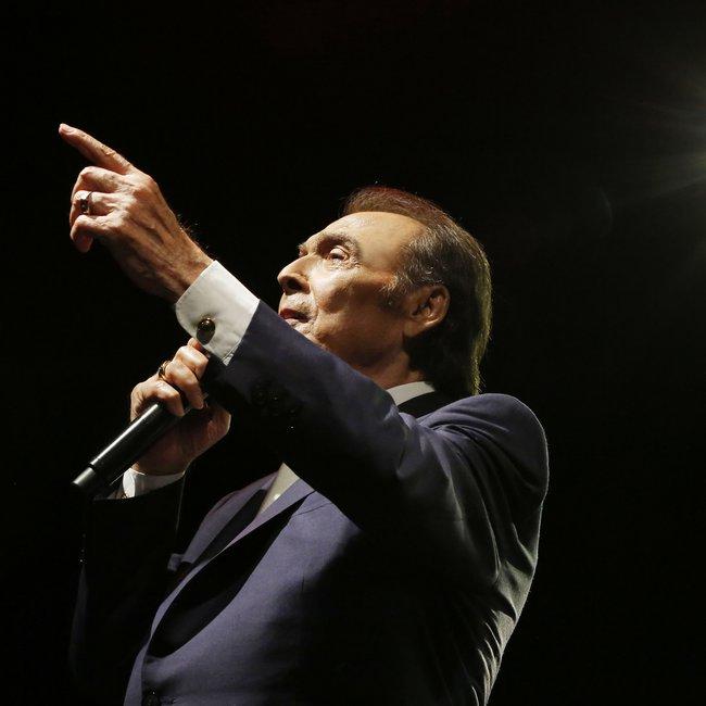 Αγνώριστος ο Τόλης Βοσκόπουλος - Σε ταβερνάκι στη Χαλκίδα με την Γκερέκου - ΦΩΤΟ