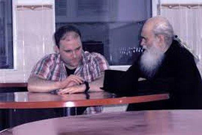 Αντιδράσεις για την αναβολή δίκης του Πάσσαρη - «Κάνει 100 μετάνοιες για κάθε θύμα», λέει ο πνευματικός του