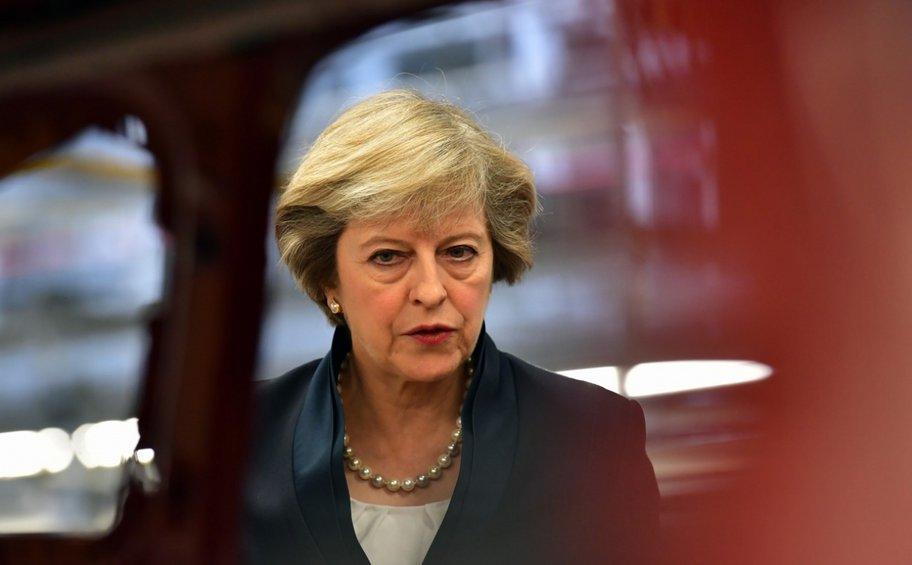 «Στριμωγμένη» η Μέι ζητά από την ΕΕ να σεβαστεί την Βρετανία, μετά το «ναυάγιο» για το Brexit