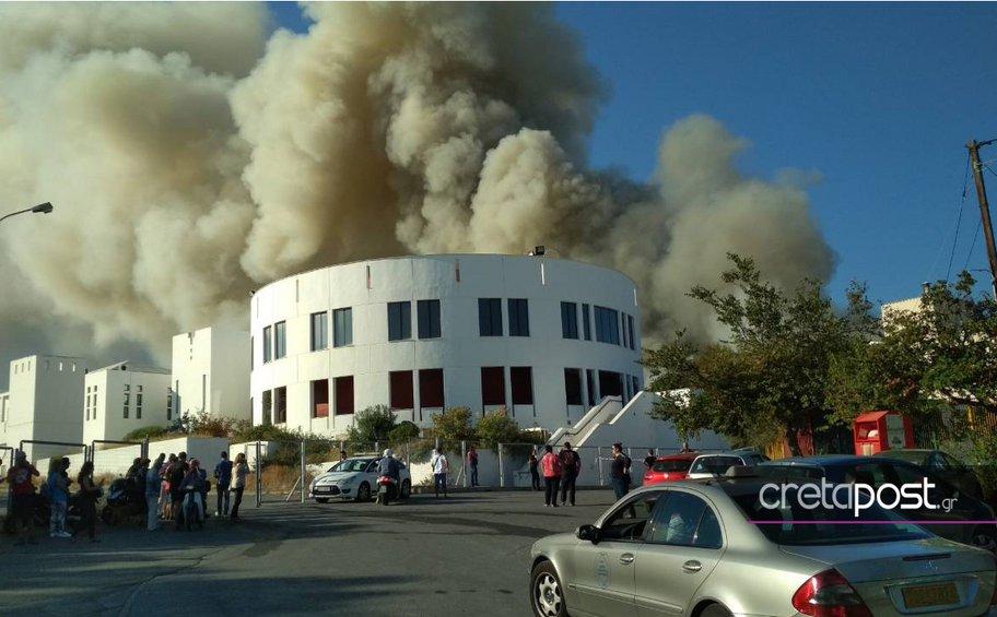 Συναγερμός στο Ηράκλειο από τη μεγάλη πυρκαγιά στο Πανεπιστήμιο –Εικόνες και βίντεο