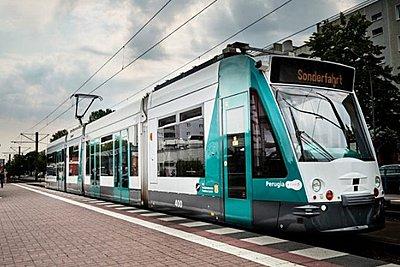 Δοκιμαστικά δρομολόγια για το πρώτο στον κόσμο αυτόνομο τραμ