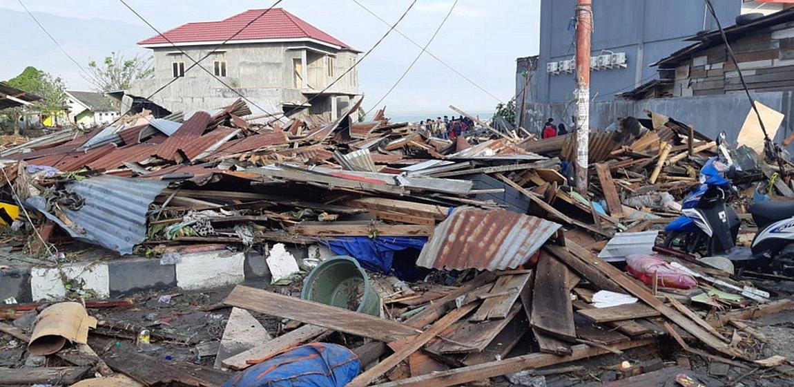 Ινδονησία: «Πολλά πτώματα» έχουν βρεθεί μετά τον σεισμό και το τσουνάμι που ακολούθησε