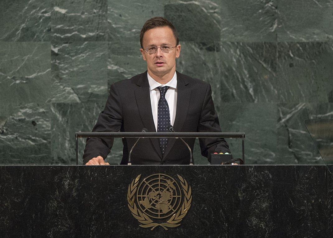 Την αντίθεση της Ουγγαρίας στο Σύμφωνο του ΟΗΕ για τη Μετανάστευση εξέφρασε ο ΥΠΕΞ της χώρας Σιγιάρτο