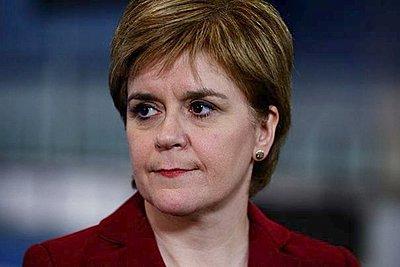 Για «αξιολύπητη δειλία» κατηγορεί την Μέι η πρωθυπουργός της Σκωτίας Στέρτζον - Θα στηρίξει πρόταση μομφής των Εργατικών