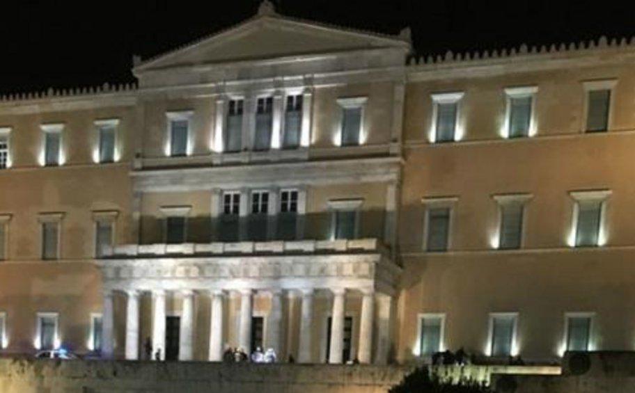 Ένα ηλεκτρικό πατίνι έξω από τη Βουλή προκάλεσε συναγερμό στην ΕΛΑΣ