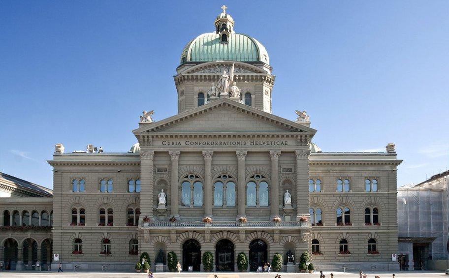 Ελβετία: Η Βέρνη δηλώνει πρόθυμη να μεσολαβήσει μεταξύ ΗΠΑ-Ρωσίας για την ανταλλαγή κρατουμένων τους