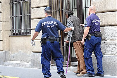 Ουγγαρία: Σφοδρές αντιδράσεις για νόμο που απαγορεύει στους αστέγους να κοιμούνται στους δρόμους