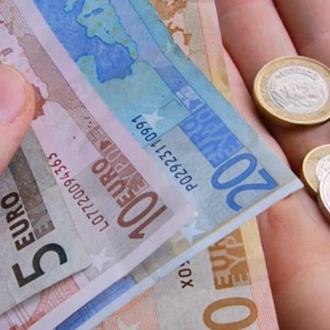 Μπαράζ πληρωμών την Παρασκευή: Ποιοι θα δουν χρήματα στους λογαριασμούς τους