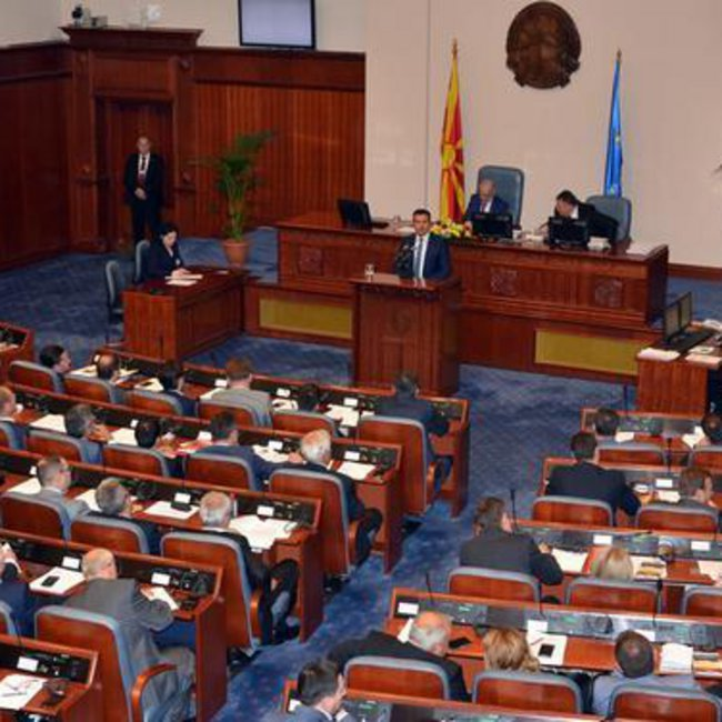 Θρίλερ στα Σκόπια με την συζήτηση για αλλαγή Συντάγματος – Παρέμβαση των ΗΠΑ στο VMRO